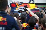 Caos y victoria de Ricciardo